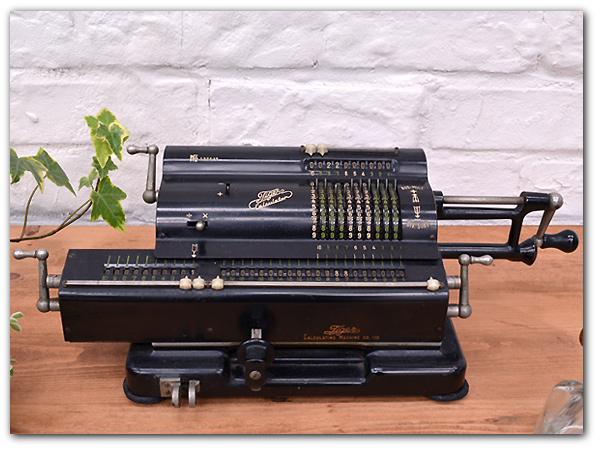 Tiger社製 年代物計算機