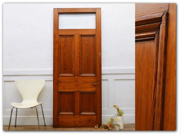 古い木製扉