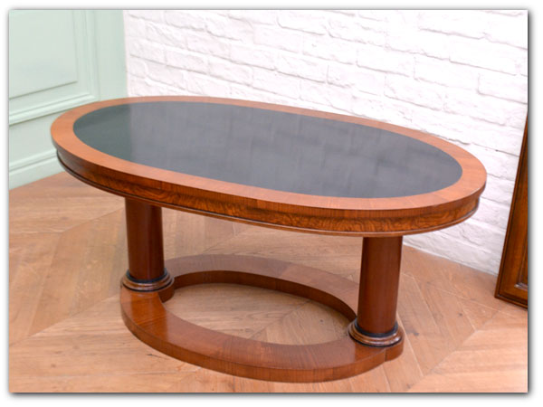 ANNIBALE COLOMBO ラウンドテーブルチェリー材