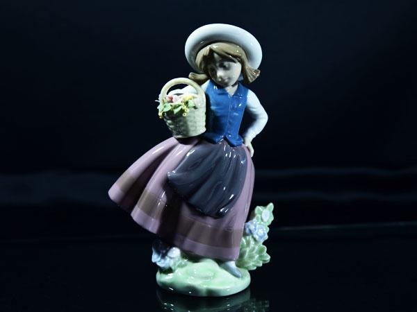 No.5221 甘い花の香り 陶器人形