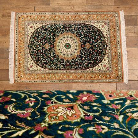 クム産 シルク製手織り ペルシャ絨毯