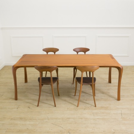 WHITY テーブル