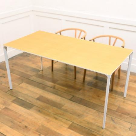 Nuur テーブル