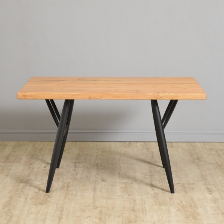 Laukaan puu社製 オリジナル Pirkka Table