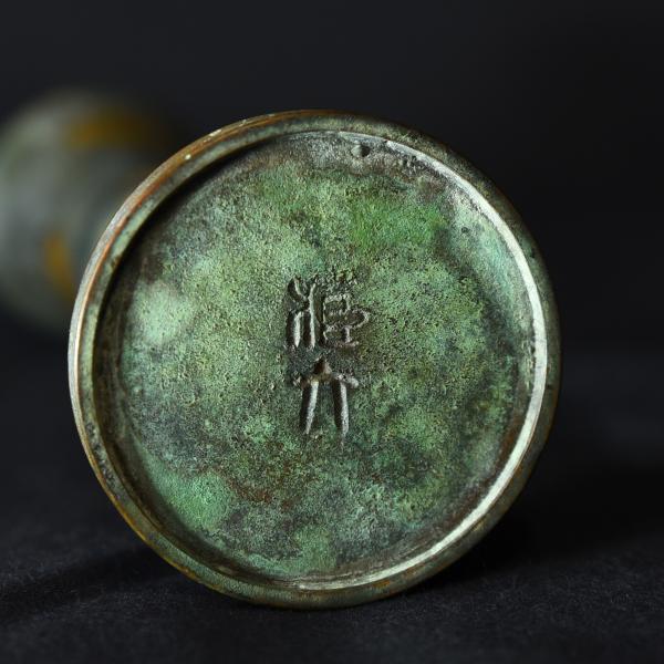 蔵六 塗金銅立鼓式花器 共箱付き