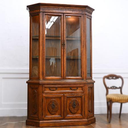 Bernhardt furniture / Hibriten キャビネット 照明付き