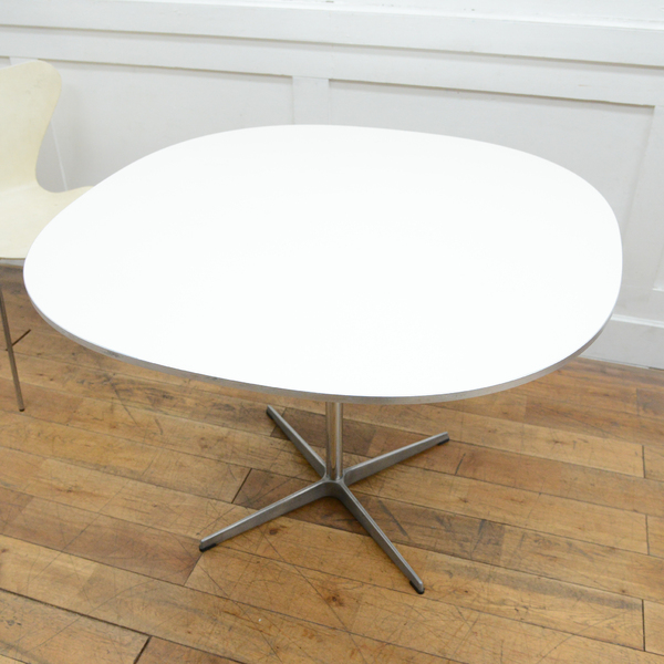 Fritz Hansen A603 Super-circular Table