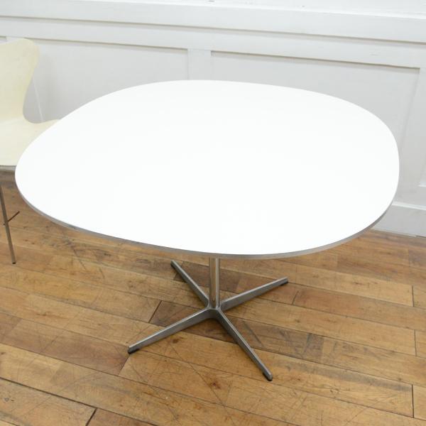 Fritz Hansen A603 Super-circular Table