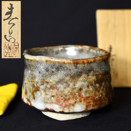 加藤春鼎  鼡志野茶碗 共箱布付き
