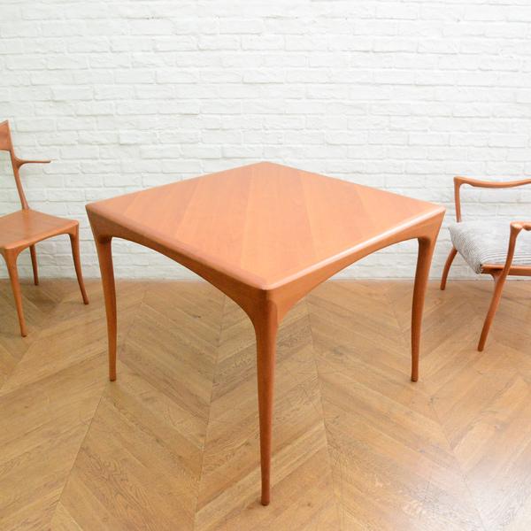 Perro Square Table