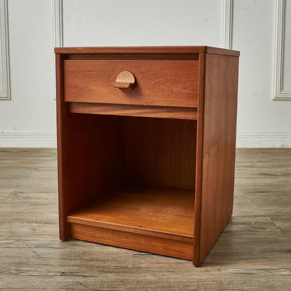スタッグ Stag Furniture / UK STAG チーク材 ベッドサイドテーブル