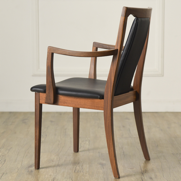 Fresco パッドバックダイニングアームチェア (Carver Chair 4567D)