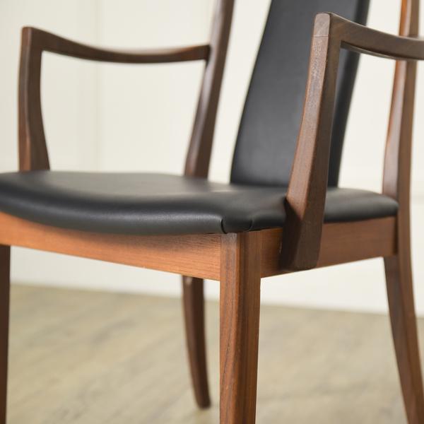 #34294 Fresco パッドバックダイニングアームチェア (Carver Chair 4567D) コンディション画像 - 2