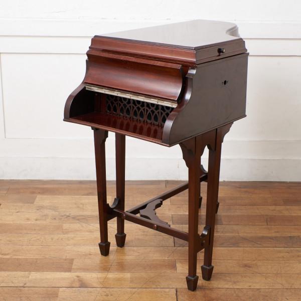 ピアノ型 年代物 蓄音機