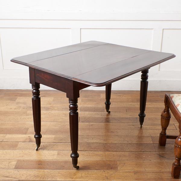 英国アンティーク ペンブロークテーブル
