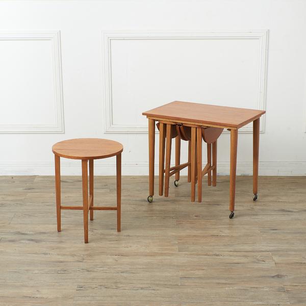 Novy Domov Poul Hundevad  ネストテーブル