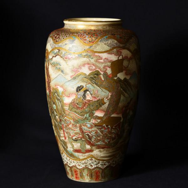 薩摩 羅漢観音鶴図 盛上細工 細密絵付花瓶