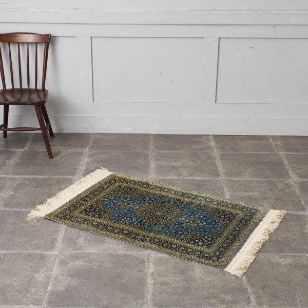 工房名入り シルク製 ペルシャ絨毯