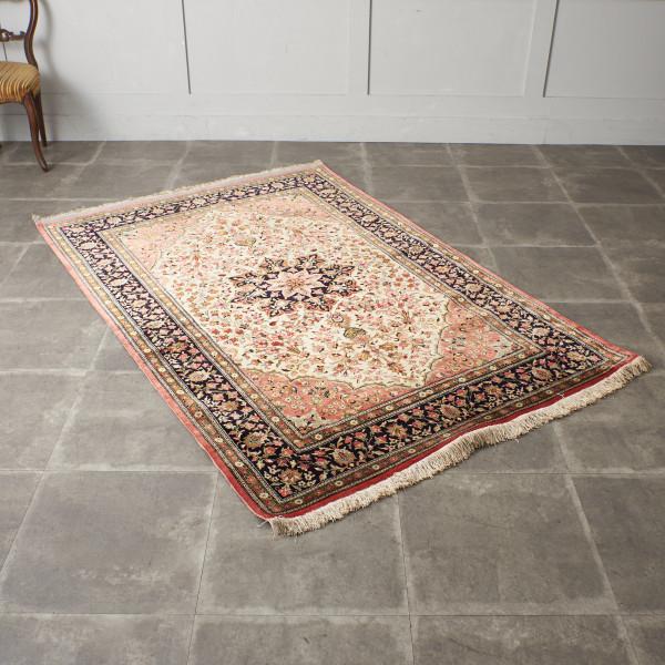 クム産 シルクxウール製 手織りペルシャ絨毯