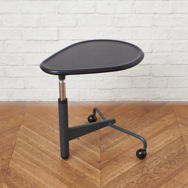 カッシーナ cassina KICK サイドテーブル